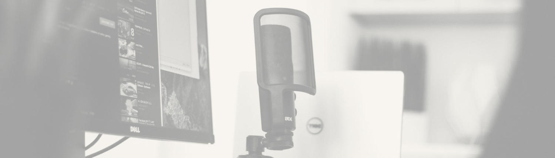 Head: Sprecherin mit eigenem Tonstudio